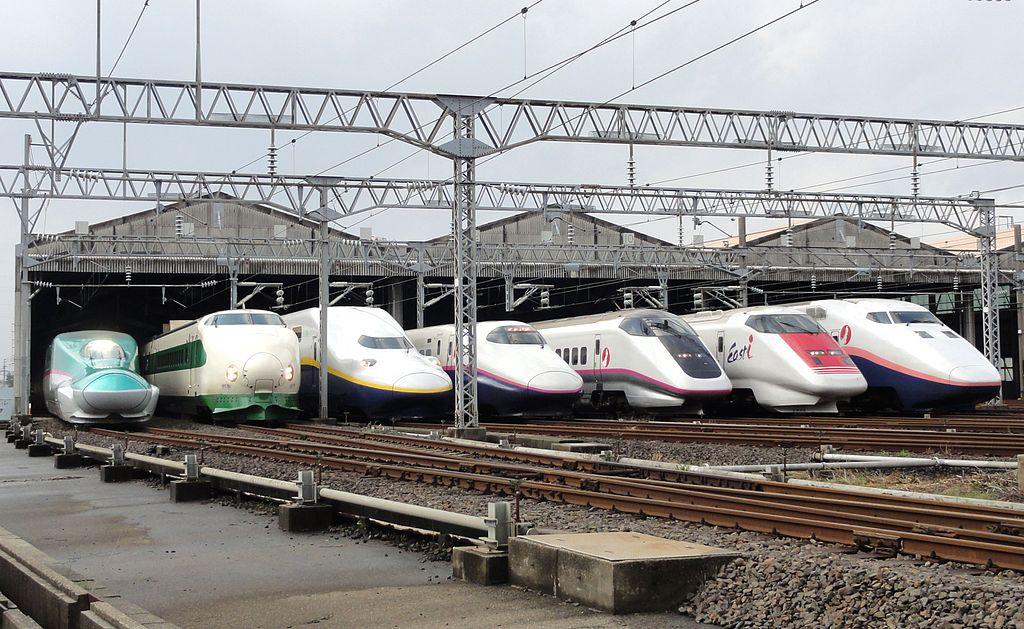 1024px-JR_East_Shinkansen_lineup_at_Niigata_Depot_201210